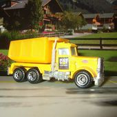 PETERBILT JAUNE MATCHBOX 1/80 DECAL CAT SUR LES PORTES - car-collector