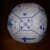 Sal 2013: Biscornu de Noël et Quakerball:Vos Réalisations - Le Blog des Dames