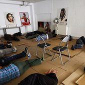 Une centaine de migrants s'installent dans un collège de l'est de Paris