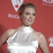 Kate Upton pose en maillot... Bella Hadid toujours amoureuse de The Weeknd...