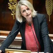 Amiens: Des agriculteurs déversent du fumier devant la permanence de Barbara Pompili