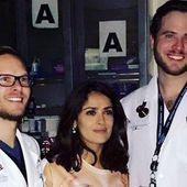 Après un coup sur la tête, Salma Hayek atterrit aux urgences en tee-shirt topless