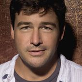 Kyle Chandler et David Gallagher dans Super 8 - Les Films d'avril