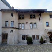 PHOTOS: Le Château de Gruyère - Pays du célèbre fromage, de la fondue et d'un beau pays, d'un bourg historique - Poésies, peintures et commentaires personnels sur toutes les grandes questions de la vie, de la mort