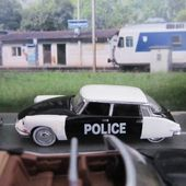 FASCICULE N°3 CITROEN DS 19 POLICE 1958 UNIVERSAL HOBBIES 1/87 - car-collector.net