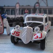 FASCICULE N°42 CITROEN TRACTION 11B CASCADEURS JEAN SUNNY 1955 UNIVERSAL HOBBIES 1/43 - car-collector.net