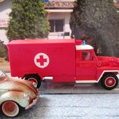 ACMAT VLRA CAMION DE POMPIERS SOLIDO 1/50 ACMAT AMBULANCE - car-collector