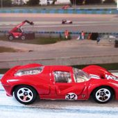FERRARI 330 P4 HOT WHEELS 1/64 - car-collector.net