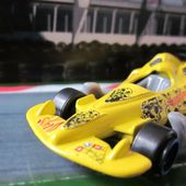 OPEN WHEEL RACER HOT WHEELS 1/64 JOUET MC DONALDS - car-collector
