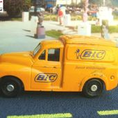FASCICULE N°9 MORRIS MINOR 1000 VAN STYLOS BIC JUNIOR ANTIDERAPANT - CORGI 1/43 - car-collector.net