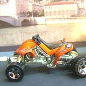 SAND STINGER MOTO QUAD HOT WHEELS 1/64 QUAD MINIATURE COLLECTION CARCOLLECTOR - car-collector