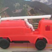 CAMION DE POMPIER EN PLASTIQUE - car-collector