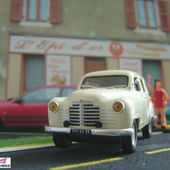 FASCICULE N°42 RENAULT COLORALE PRAIRIE 1952 IXO 1/43 - car-collector.net