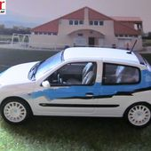 COFFRET RENAULT CLIO OM 2004 DROIT AU BUT UNIVERSAL HOBBIES 1/43 - EQUIPE DE FOOT DE MARSEILLE - car-collector.net