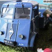 FASCICULE N°65 DIORAMA CAMION RENAULT AHN LA ROUTE BLEUE ELEVEUR DE POULETS IXO 1/43 - car-collector