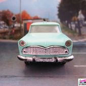 SIMCA VEDETTE MARLY AMBULANCE NOREV 1/43 - car-collector.net