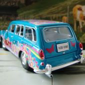 VW 1600 SQUAREBACK WAGON HYPPIES LOVE AND PEACE MAISTO 1/24 - car-collector.net