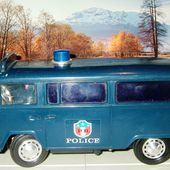 VW COMBI POLICE FILOGUIDE HOVER TOY 1/10 - car-collector.net