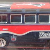VOLKSWAGEN BUS VW COMBI NATIONAL FOOTBALL LEAGUE JOHNNY LIGHGNING 1/64 - car-collector.net