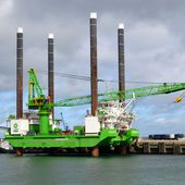Le jack-up Goliath en escale à Cherbourg -