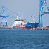 Arrivée du cargo EEMS Transporter au quai des Flamands -