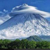 Formation de nuages rares dans la péninsule russe du Kamchatka