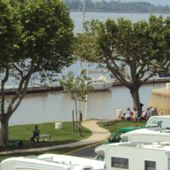 Aire:Bourg-sur-Gironde (33) - Aires camping-cars_Couleurs Voyages