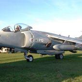 Un collectionneur met en vente un avion militaire sur Kijiji | ICI.Radio-Canada.ca