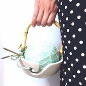 Gérez les fils bol Turquoise et blanc porcelaine poterie fils Keeper fil conducteur tricot bol moyen superbe sur mesure