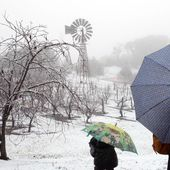 Cold front brings best snowfall to southern Queensland in decades