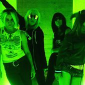 L7 Announce First New Songs in 18 Years
