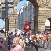 Procession à Paris en hommage à Saint Louis