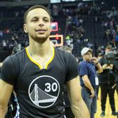 Les Golden State Warriors s'imposent d'un point à Memphis et peuvent encore battre le record des Chicago Bulls