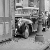 Saint-Sauveur dans les années 1940 : accident de taxi | HISTOIRE ET PATRIMOINE