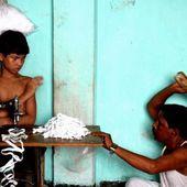8€/mois pour du t-shirt. Il photographie le travail des enfants…