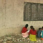 Slum children flock to free school