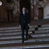 VIDÉO - On a chronométré la marche d'Emmanuel Macron au Louvre... et c'était long