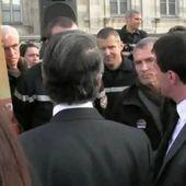 Grenoble : un pompier refuse de serrer la main de Manuel Valls qui s'énerve