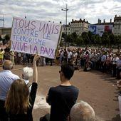 """Une """"marche de la fraternité"""" à Lyon rassemble musulmans, chrétiens et laïcs"""