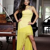 Lola Astanova's Spin on Classical: Bare Midriffs, Tweeting, Free Recordings