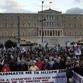 I Greci protestano contro la riforma del lavoro e la nuova recensione
