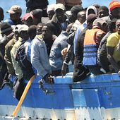 UN considers African holding centres amid growing European refugee crisis