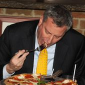 A Fork? De Blasio's Way of Eating Pizza Is Mocked