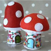 Toadstool Cottage and Mushroom House: free pattern and tutorial