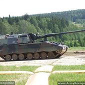 Lithuania might show interest for KMW's PzH 2000 155 mm self-propelled howitzer   February 2015 Global Defense Security news UK   Defense Security global news industry army 2015