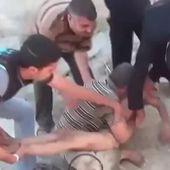 Syrie, enfant dans les bras de son père.