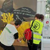 Greenpeace redécore vingt stations-service du groupe Total en France