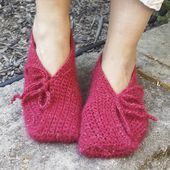 "Chaussons DROPS au crochet, en ""DROPS ♥ YOU #4"" ou ""Nepal"". ~ DROPS Design"