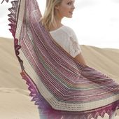 """Knitted DROPS shawl with stripes and lace pattern in """"Fabel"""" and """"Delight"""". ~ DROPS Design"""