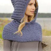 """Tour de cou avec capuche DROPS, en fausses côtes anglaises, avec 2 fils """"Brushed Alpaca Silk"""" tricotés ensemble. ~ DROPS Design"""